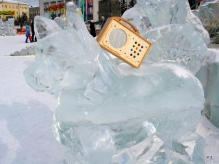 hörbert sur une statue de glace
