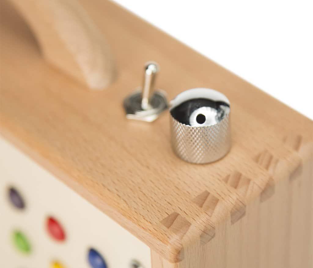 mp3 player f r kinder h rbert aus holz und edelstahl tragbar mit eingebautem lautsprecher. Black Bedroom Furniture Sets. Home Design Ideas